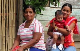 #10ladies and baby La Cucula-remote
